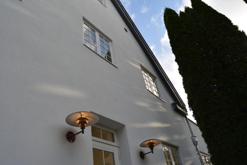Udvendig renovering af villa: Facade isoleret, nye vinduer.