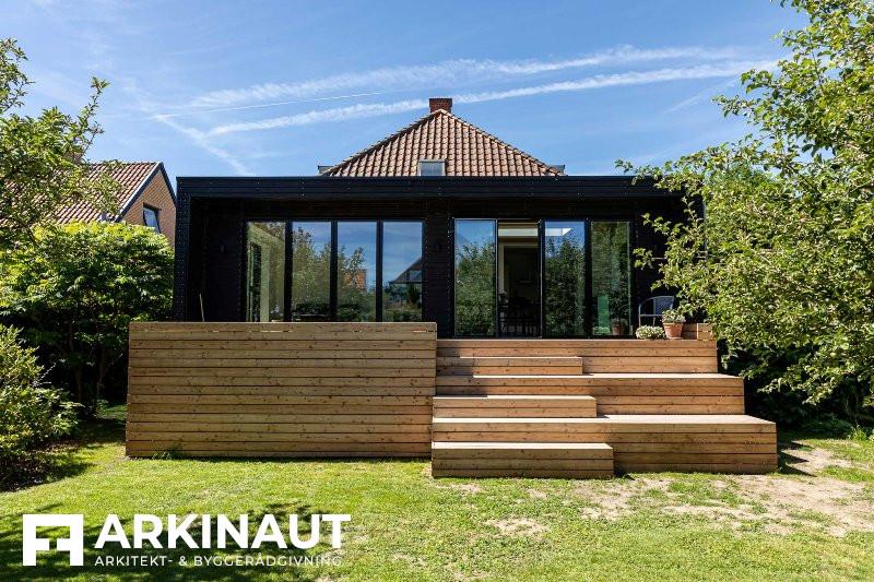 Tilbygning med sort træbeklædning - Arkinaut Arkitekt- og byggerådgivning ApS 6