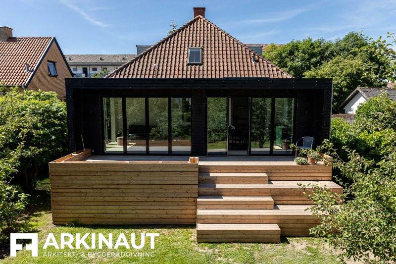 Tilbygning med sort træbeklædning - Arkinaut Arkitekt- og byggerådgivning ApS 5