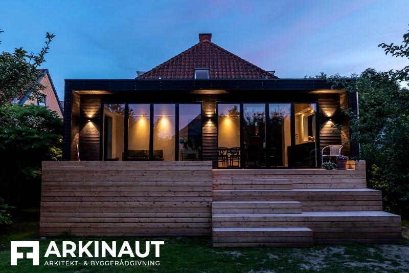 Tilbygning med sort træbeklædning - Arkinaut Arkitekt- og byggerådgivning ApS 2