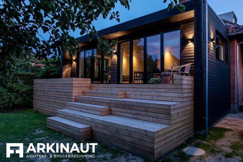Tilbygning med sort træbeklædning - Arkinaut Arkitekt- og byggerådgivning ApS
