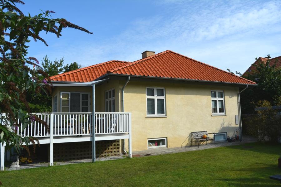 Stilskifte, facaderenovering og køkkenombygning i bungalow - Arkinaut Aps 01