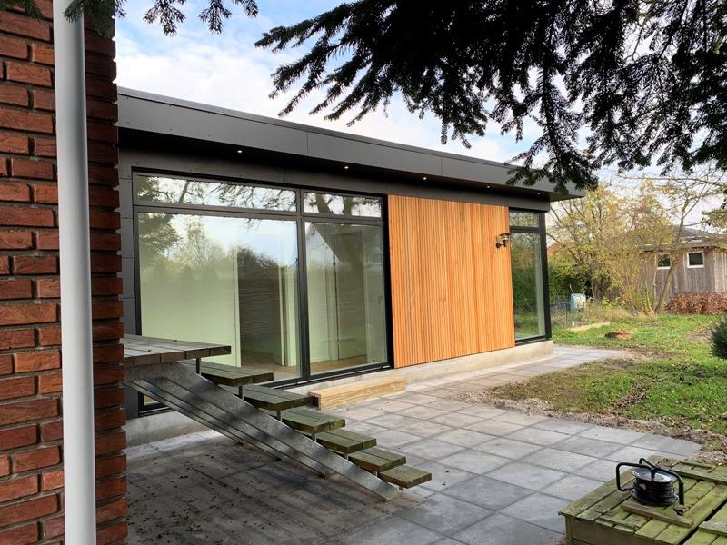 Tilbygning med cedertræ og cembrit - Arkinaut Arkitekt- og byggerådgivning ApS