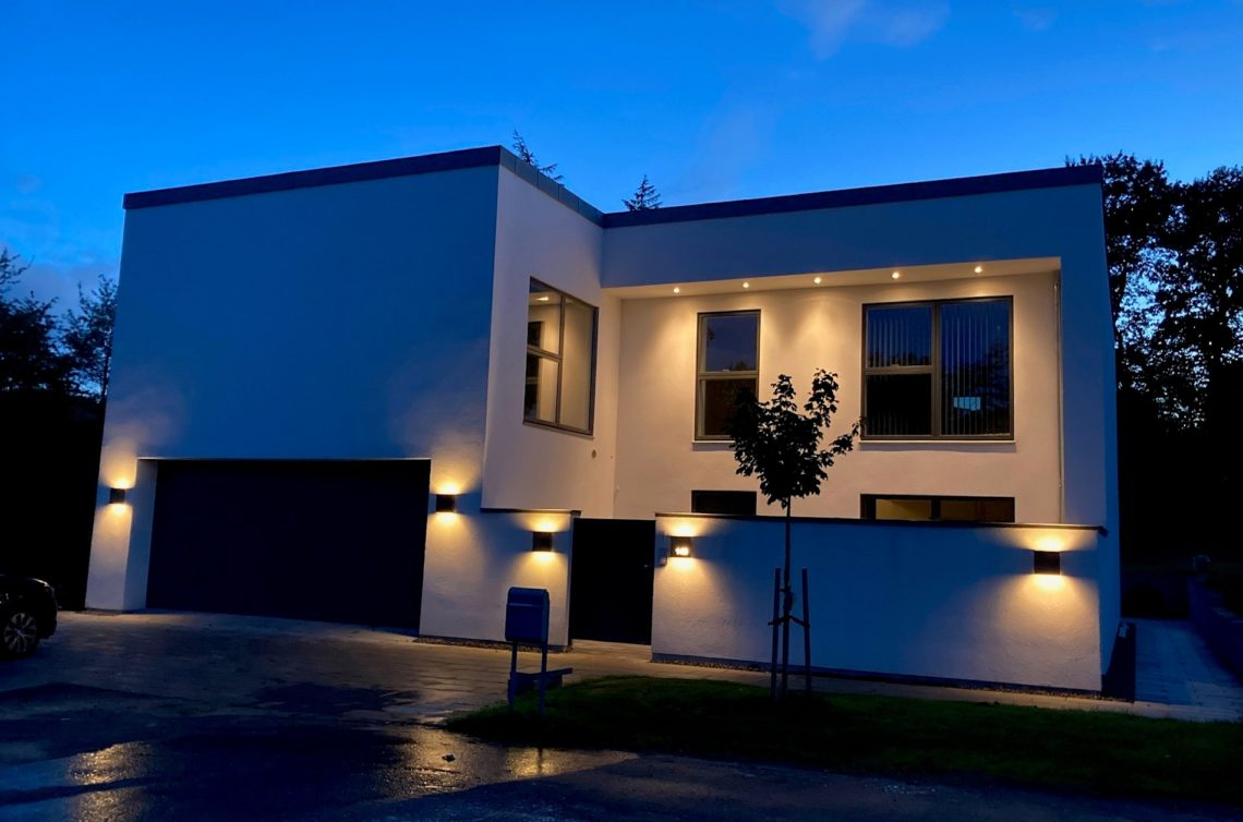 Ny arkitekttegnet funkisvilla i to etager - Arkinaut Arkitekt- og byggerådgivning Aps
