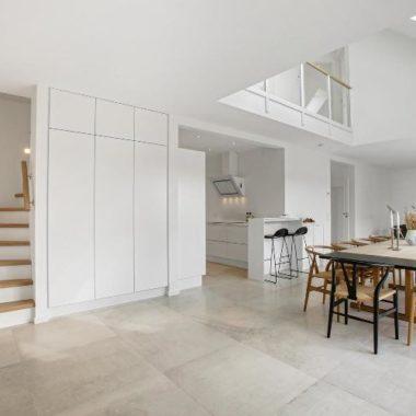 Ny første sal med dobbelthøjt rum